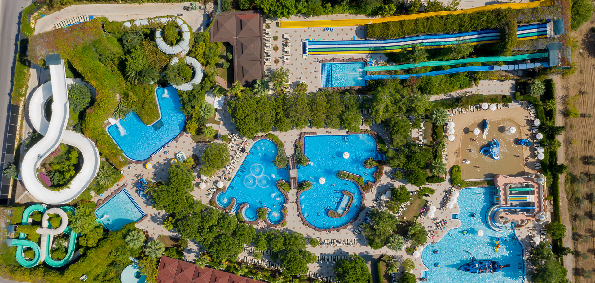 25.000 m2 alana kurulu dev aquaparkımız ile 380 metre uzunluğundaki Macera Parkı'nda adrenalin ve eğlence dolu anlara hazır olun.